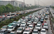 Heavy traffic moves along a busy road as it rains during a power-cut at the toll-gates at Gurgaon on the outskirts of New Delhi July 31, 2012. Grid failure hit India for a second day on Tuesday, cutting power to hundreds of millions of people in the populous northern and eastern states including the capital Delhi and major cities such as Kolkata. REUTERS/Stringer (INDIA - Tags: ENERGY SOCIETY TRANSPORT) - RTR35QBV